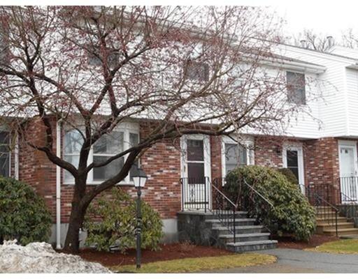 Casa Unifamiliar por un Alquiler en 14 EAGAN PLACE Peabody, Massachusetts 01960 Estados Unidos