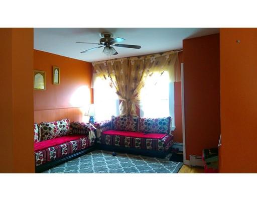 多户住宅 为 销售 在 15 Jordan Ter 莫尔登, 马萨诸塞州 02148 美国