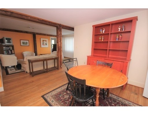 Maison unifamiliale pour l Vente à 1 Sunset Avenue Hatfield, Massachusetts 01038 États-Unis