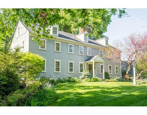Maison unifamiliale pour l Vente à 55 WALNUT STREET Reading, Massachusetts 01867 États-Unis