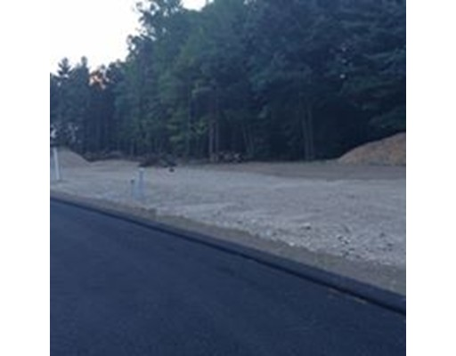 Additional photo for property listing at 9 Maria's Way 9 Maria's Way Ludlow, Massachusetts 01056 Estados Unidos