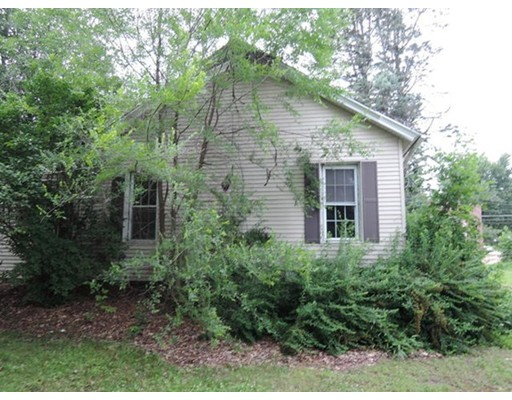 Single Family Home for Sale at 102 Mechanic Street East Brookfield, Massachusetts 01515 United States