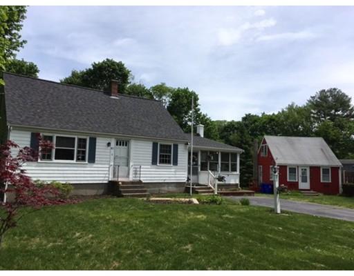 Maison unifamiliale pour l Vente à 917 Liberty Street Rockland, Massachusetts 02370 États-Unis
