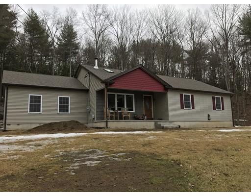 Maison unifamiliale pour l Vente à 47 Old Chester Huntington, Massachusetts 01050 États-Unis