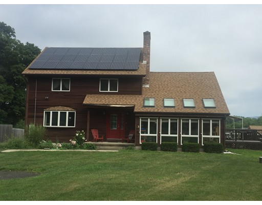 واحد منزل الأسرة للـ Sale في 3 Barton Street 3 Barton Street Granby, Massachusetts 01033 United States