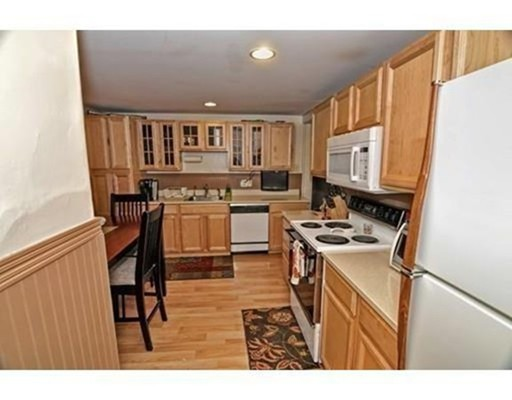 独户住宅 为 出租 在 87 Pleasant Needham, 马萨诸塞州 02492 美国