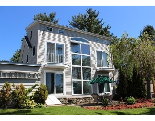 Maison unifamiliale pour l Vente à 182 Lakeview Avenue East Brookfield, Massachusetts 01515 États-Unis