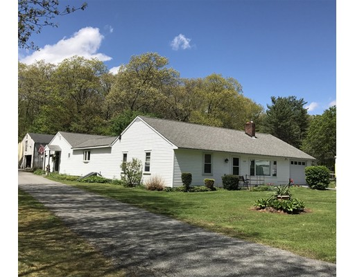Maison unifamiliale pour l Vente à 1250 Thompson Road Thompson, Connecticut 06277 États-Unis