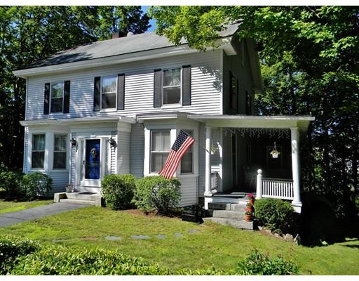 Maison unifamiliale pour l Vente à 17 Souhegan Street Milford, New Hampshire 03055 États-Unis