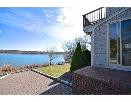 Single Family Home for Sale at 25 East Avenue 25 East Avenue Marion, Massachusetts 02738 United States
