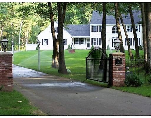 Maison unifamiliale pour l Vente à 1276 Broadway Haverhill, Massachusetts 01832 États-Unis