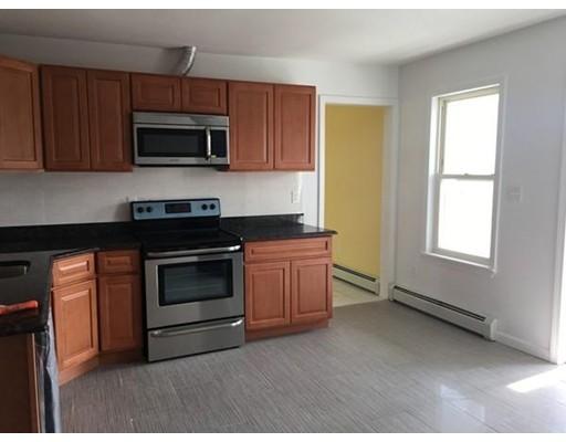 独户住宅 为 出租 在 45 Pleasant Street Southbridge, 01550 美国