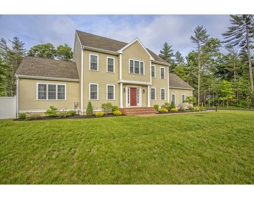 Maison unifamiliale pour l Vente à 15 Hartswood Way Bridgewater, Massachusetts 02324 États-Unis