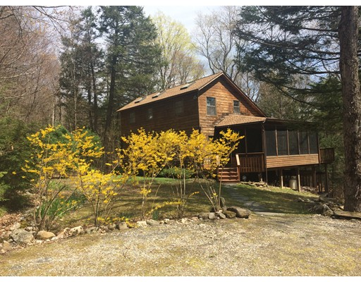 Casa Unifamiliar por un Venta en 857 Surriner Road Becket, Massachusetts 01223 Estados Unidos