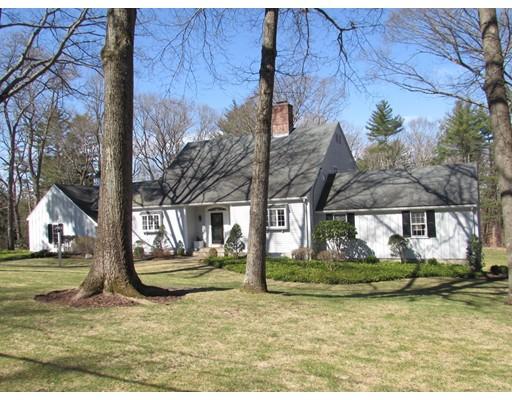 独户住宅 为 销售 在 17 Alderbrook Drive 斯菲尔德, 马萨诸塞州 01983 美国