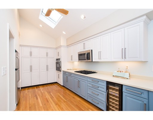 10  Hillcrest Rd,  Quincy, MA