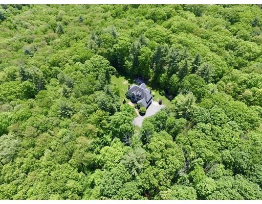 Maison unifamiliale pour l Vente à 10 Whitney Road Stow, Massachusetts 01775 États-Unis