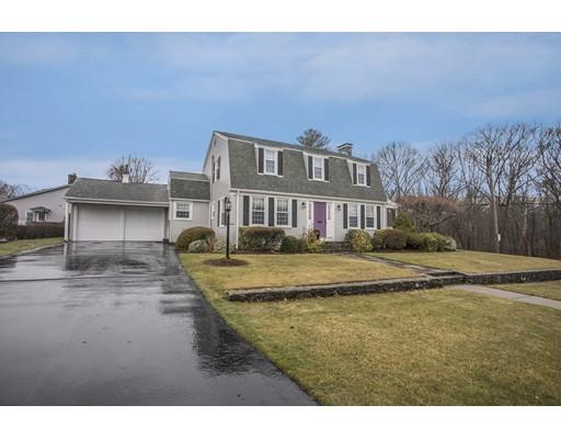 Частный односемейный дом для того Продажа на 901 Armistice Blvd Pawtucket, Род-Айленд 02861 Соединенные Штаты