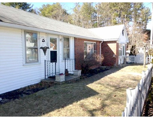95 Rochester Rd, Carver, MA 02330