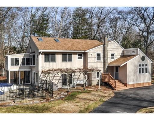Maison unifamiliale pour l Vente à 174 Reed Street Hanson, Massachusetts 02341 États-Unis