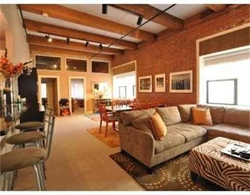 独户住宅 为 出租 在 15 Sleeper street 波士顿, 马萨诸塞州 02210 美国