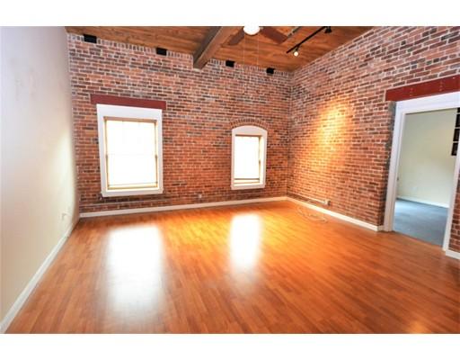Additional photo for property listing at 540 Main  Clinton, Massachusetts 01510 Estados Unidos