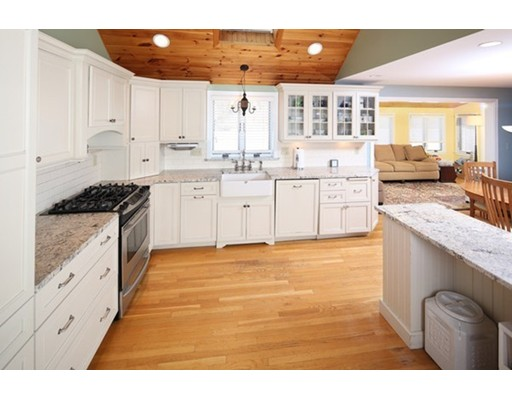 Single Family Home for Sale at 37 Helen Road Braintree, Massachusetts 02184 United States