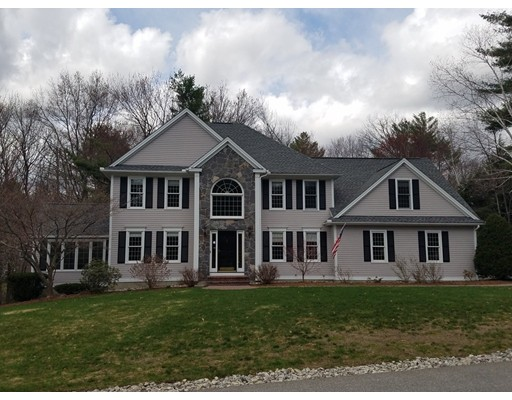 Maison unifamiliale pour l Vente à 51 Pembroke Way Bedford, New Hampshire 03110 États-Unis