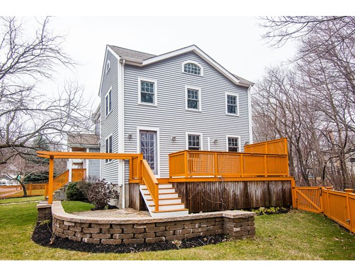 8 Horn Pond Brook Rd, Winchester, MA 01890