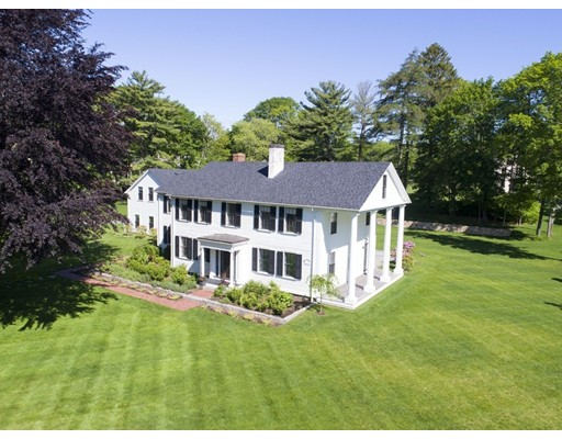 Maison unifamiliale pour l Vente à 229 North Street Hingham, Massachusetts 02043 États-Unis
