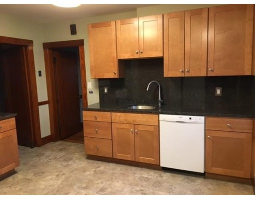 独户住宅 为 出租 在 233 Roslindale Avenue 波士顿, 马萨诸塞州 02131 美国