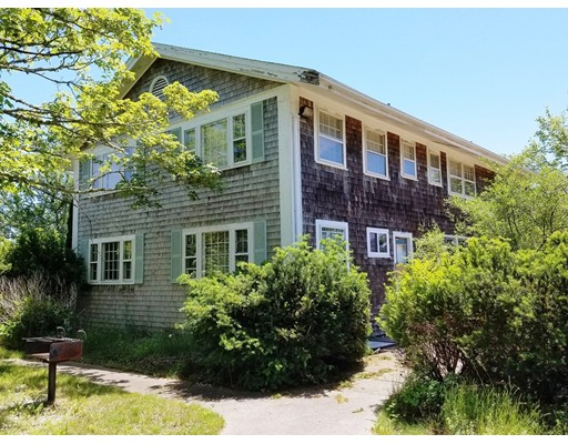 Commercial pour l Vente à 872 Route 28 Harwich, Massachusetts 02646 États-Unis