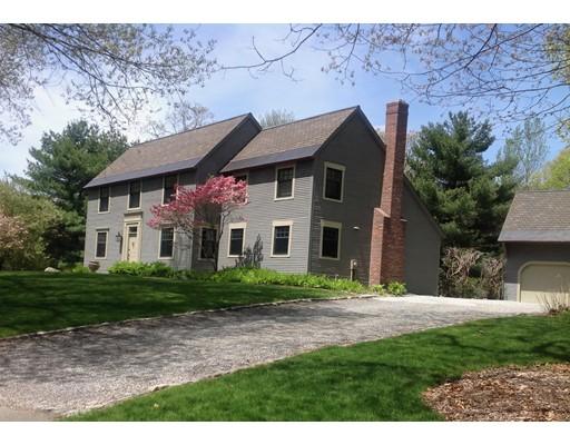 Maison unifamiliale pour l Vente à 2 Arrowhead Lane Milton, Massachusetts 02186 États-Unis