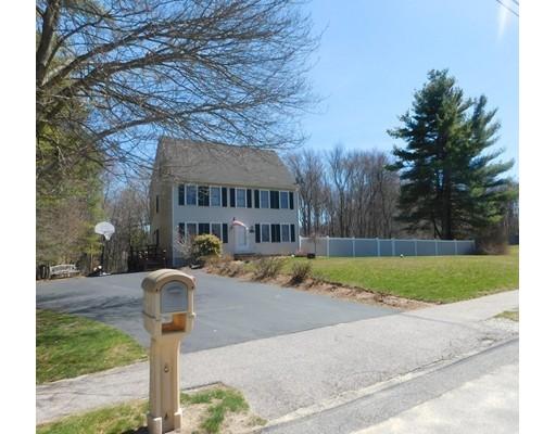 独户住宅 为 销售 在 4 Blossom Lane Berkley, 马萨诸塞州 02779 美国