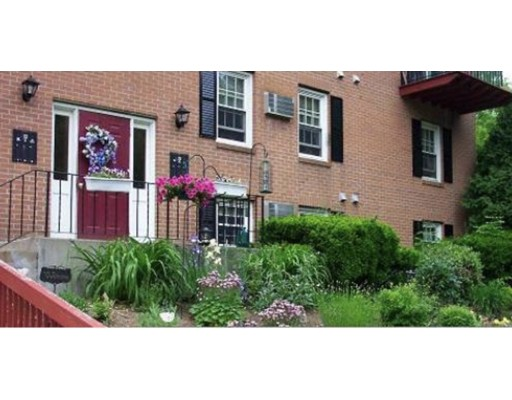 Casa Unifamiliar por un Alquiler en 297 Ashland Avenue Southbridge, Massachusetts 01550 Estados Unidos