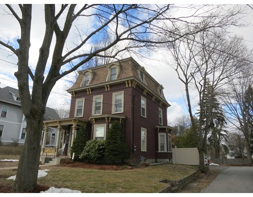 Casa Unifamiliar por un Alquiler en 25 Walnut Milford, Massachusetts 01757 Estados Unidos