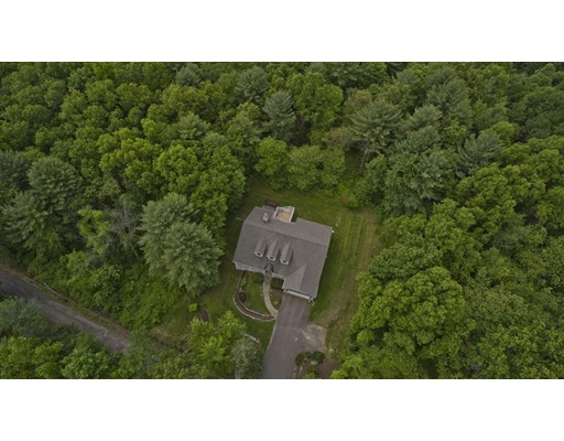 Single Family Home for Sale at 37 Old County Road 37 Old County Road South Hadley, Massachusetts 01075 United States