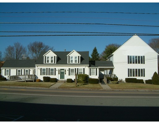 Commercial pour l Vente à 455 W Center Street 455 W Center Street West Bridgewater, Massachusetts 02379 États-Unis