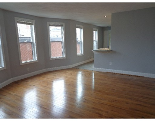 Additional photo for property listing at 777 Broadway  Everett, Massachusetts 02149 Estados Unidos