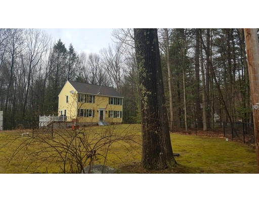131 Townsend St, Pepperell, MA 01463