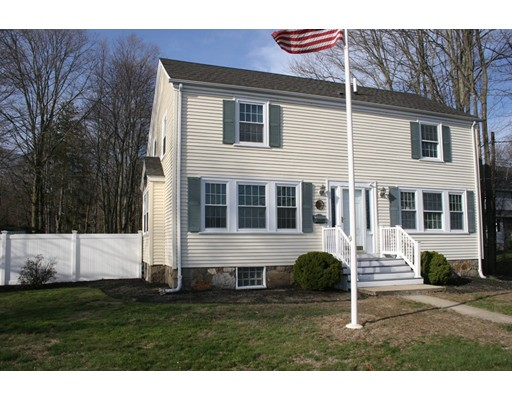 Single Family Home for Sale at 202 Market Street Rockland, Massachusetts 02370 United States
