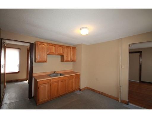 Casa Unifamiliar por un Alquiler en 11 Grover Springfield, Massachusetts 01104 Estados Unidos