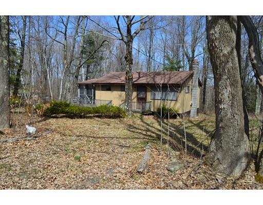 واحد منزل الأسرة للـ Sale في 155 Wells Road 155 Wells Road Becket, Massachusetts 01223 United States