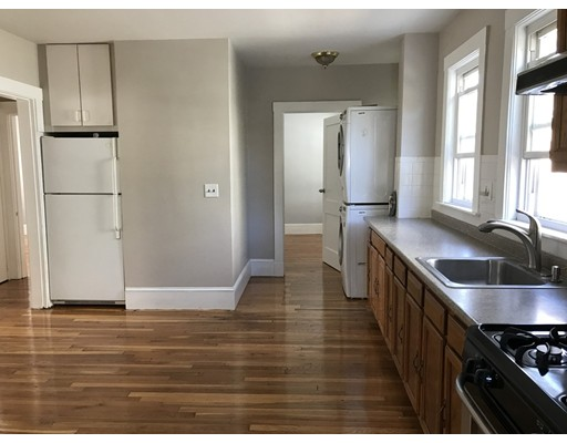 Casa Unifamiliar por un Alquiler en 56 Adamson Street Boston, Massachusetts 02134 Estados Unidos