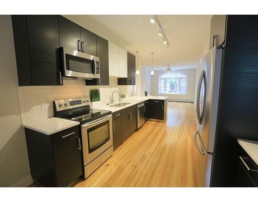 独户住宅 为 出租 在 16 Strathmore 布鲁克莱恩, 马萨诸塞州 02445 美国