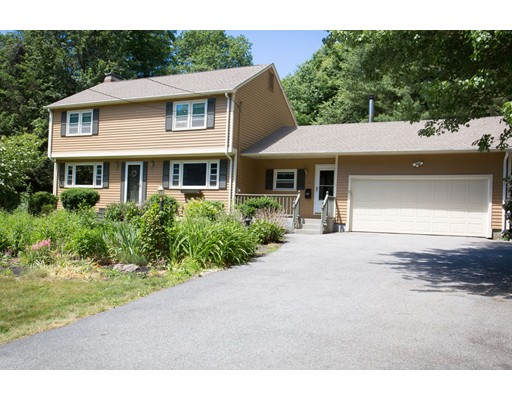 Casa Unifamiliar por un Venta en 15 Indian Hill Road Paxton, Massachusetts 01612 Estados Unidos