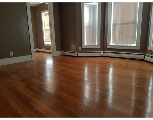 Casa Unifamiliar por un Alquiler en 27 CROSS Street Brockton, Massachusetts 02301 Estados Unidos