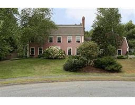 Частный односемейный дом для того Продажа на 31 Tamarack Holden, Массачусетс 01520 Соединенные Штаты
