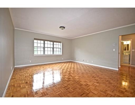 独户住宅 为 出租 在 35 Lake Shore Court 波士顿, 马萨诸塞州 02135 美国
