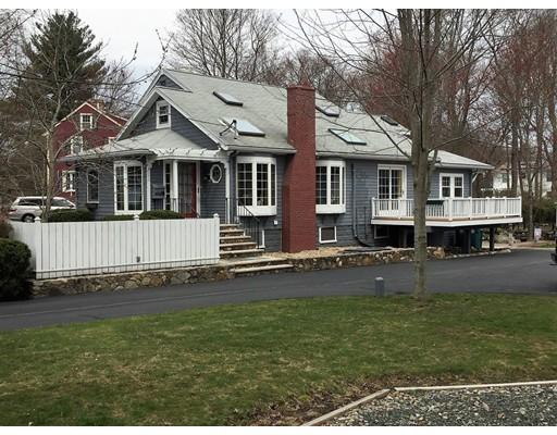 Maison unifamiliale pour l Vente à 561 Randolph Street Abington, Massachusetts 02351 États-Unis